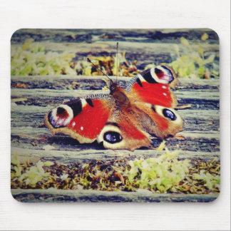 Borboleta de pavão mousepad