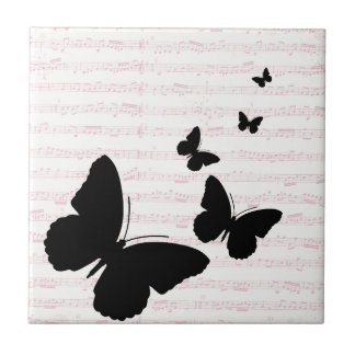 Borboleta e azulejo das notas do rosa