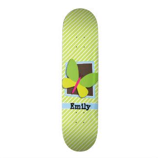 Borboleta em listras do verde limão & do branco shape de skate 20cm