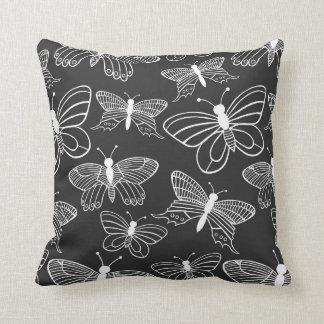 Borboleta preto e branco travesseiros de decoração