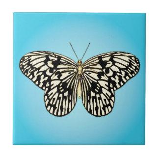 Borboleta - preto e branco na turquesa azulejo quadrado pequeno
