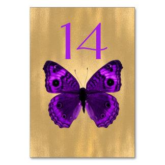 Borboleta roxa no cartão do número da mesa do