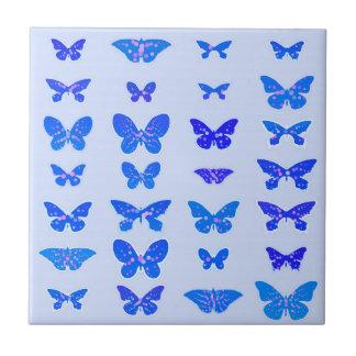Borboletas, azuis cobaltos, luz - fundo azul azulejo quadrado pequeno