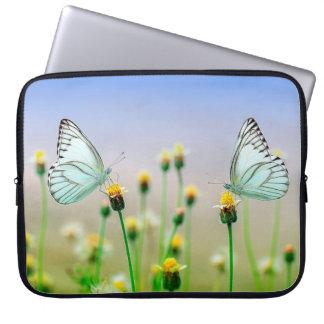 Borboletas brancas bonito na bolsa de laptop das bolsas e capas de notebook