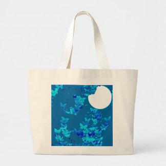 Borboletas contra o céu nocturno azul, moonscape sacola tote jumbo
