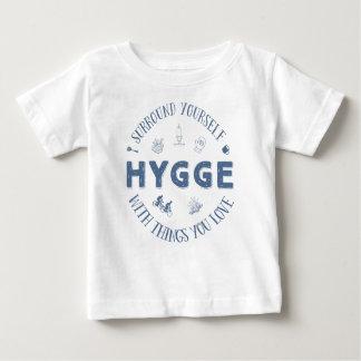Bordadura você mesmo W. Hygge (texto azul escuro) Camiseta Para Bebê