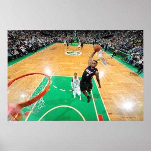 BOSTON, MÃES - 9 DE MAIO: LeBron James #6 do Miami Posters
