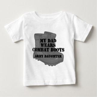 Botas de combate do pai da filha do exército camisetas