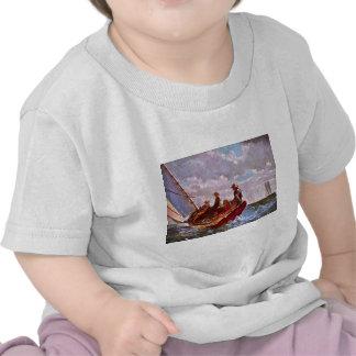 Bote da navigação do vintage em um mar aberto camisetas
