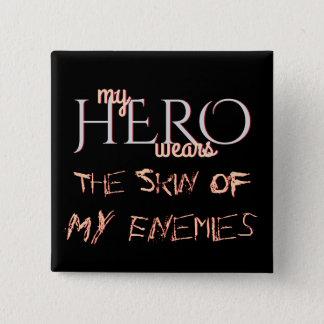Bóton Quadrado 5.08cm Meu herói veste a pele de meus inimigos