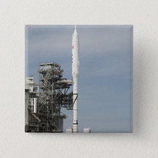 Bóton Quadrado 5.08cm O foguete de Ares IX é visto na plataforma de