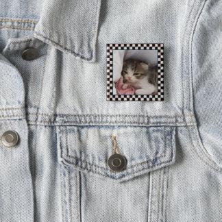 Bóton Quadrado 5.08cm Um gatinho pequeno adorável da Sonolento-Cabeça
