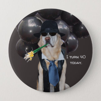Bóton Redondo 10.16cm Cão engraçado sobre o Pin do aniversário do monte