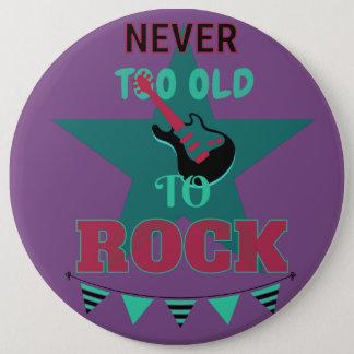 "Bóton Redondo 15.24cm Button ""Never too old to rock """