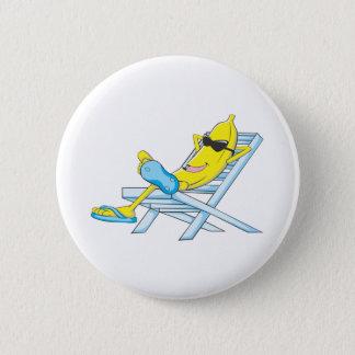 Bóton Redondo 5.08cm A banana amarela relaxa senta-se na cadeira de