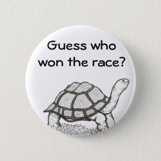 Bóton Redondo 5.08cm A tartaruga ganhou o crachá