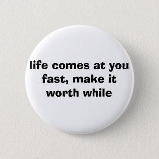 Bóton Redondo 5.08cm a vida vem em você rapidamente, fá-lo de valor