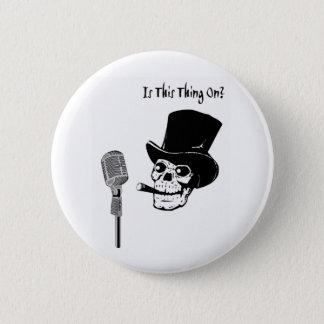Bóton Redondo 5.08cm Crânio no chapéu alto com microfone