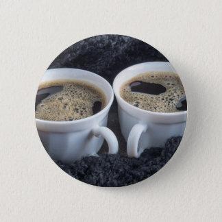 Bóton Redondo 5.08cm Dois copos brancos com café preto e espuma