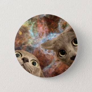 Bóton Redondo 5.08cm Dois gatos cinzentos no espaço antes de uma