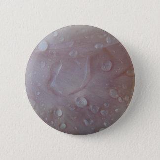 Bóton Redondo 5.08cm Gotas da chuva em uma pétala da íris