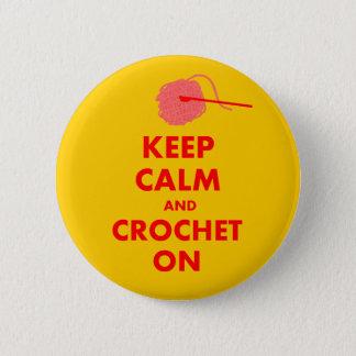 Bóton Redondo 5.08cm Mantenha a calma e Crochet em presentes