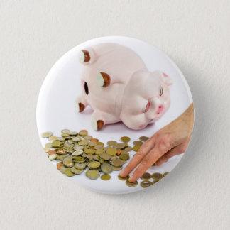 Bóton Redondo 5.08cm Mão que conta euro- moedas do mealheiro