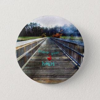 Bóton Redondo 5.08cm Siga seu coração através da ponte na luz
