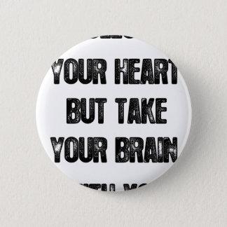 Bóton Redondo 5.08cm siga seu coração mas tome seu cérebro, citações da