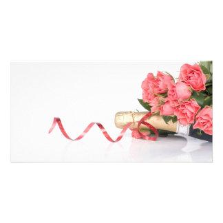 bottle of champagne and pink cartões com foto personalizados