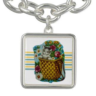 Bracelete bonito com o gato do vintage na cesta