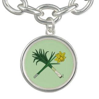 Bracelete Com Pingente Alho-porro e Daffodil cruzados