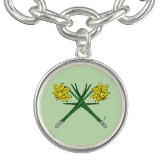 Bracelete Com Pingente Daffodils cruzados