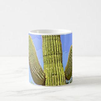 Braço do Saguaro na caneca de café clássica dos