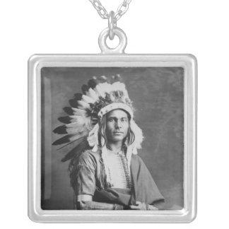 Braço forte de chefe indiano do nativo americano colar com pendente quadrado
