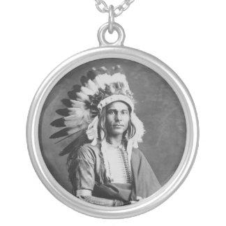 Braço forte de chefe indiano do nativo americano colar com pendente redondo