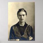 Braços de Frida Kahlo cruzados Poster