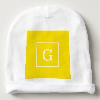 Branco amarelo monograma inicial quadro gorro para bebê