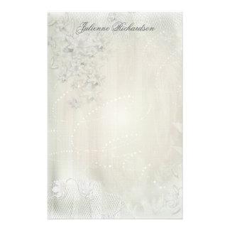 Branco do vintage nos artigos de papelaria florais