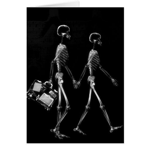 Branco preto de viagem do casal de esqueleto do ra cartao