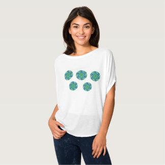 Branco verde parte superior circundada do fluxo do camiseta