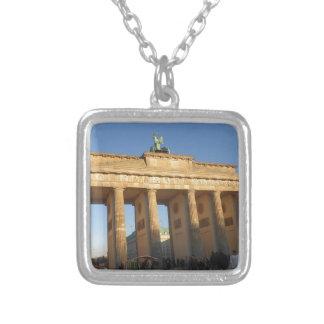 Brandenburger baliza colar com pendente quadrado
