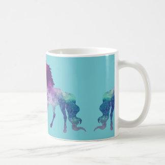 Brilhando, caneca de café sonhadora do unicórnio