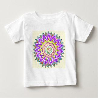 Brilho da ESTRELA:  Emblema artístico da mandala Camiseta Para Bebê