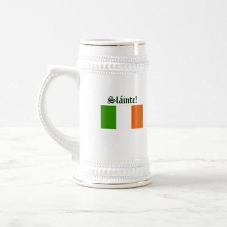 Brinde à caneca de cerveja irlandesa da