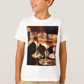 brinde dourado de vidro do champanhe camiseta