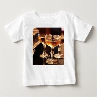 brinde dourado de vidro do champanhe camiseta para bebê