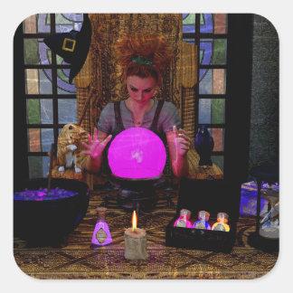 Bruxa com etiquetas mágicas da bola de cristal e