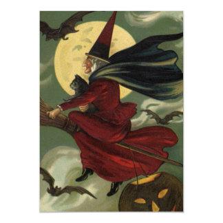 Bruxa do Dia das Bruxas do vintage que monta uma Convites Personalizados