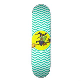 Bruxa dos desenhos animados; Aqua Chevron verde Skateboard